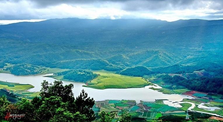Toàn cảnh hồ Dankia - Suối Vàng