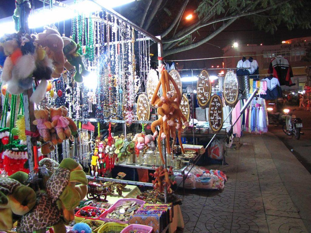 mua gì ở chợ đêm Đà Lạt