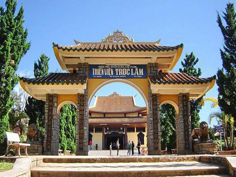 cổng thiền viện trúc lâm đà lạt