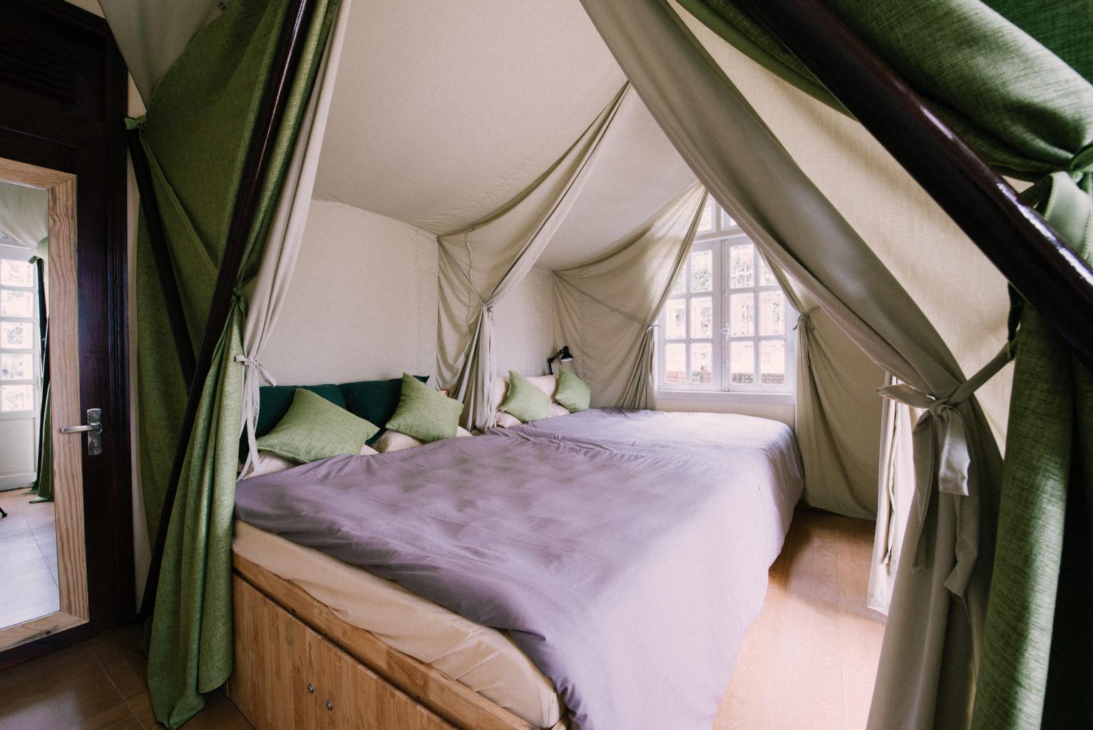 Thiết kế phòng ngủ độc đáo tại homestay này
