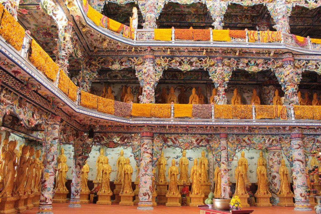 chùa Linh Phước Đà Lạt được khảm sành rất độc đáo
