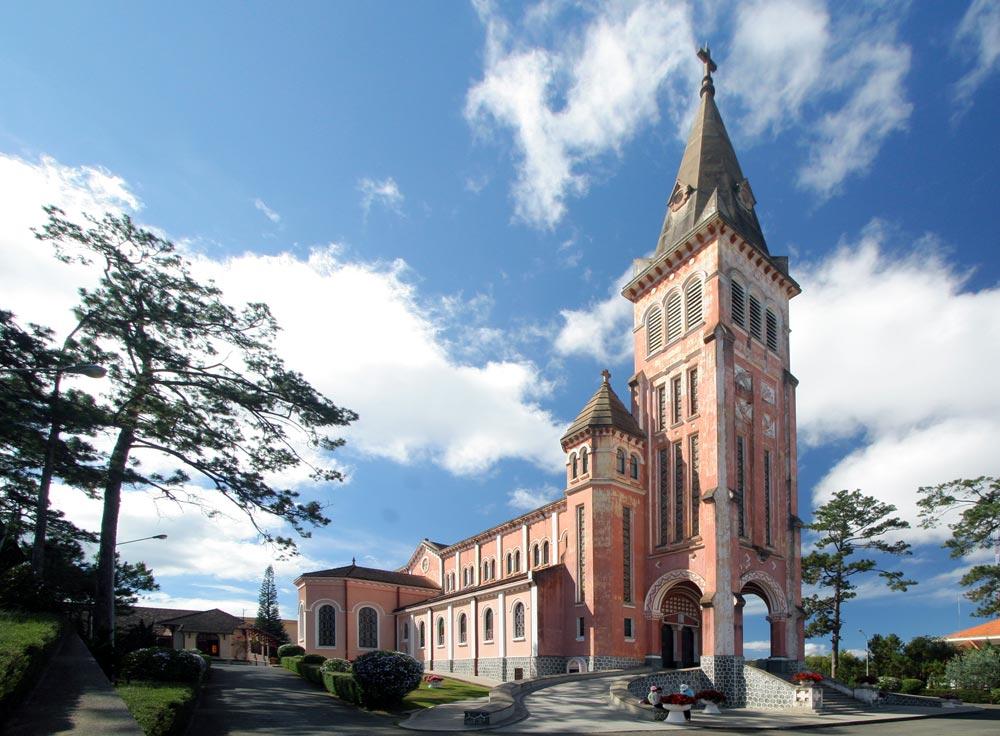 Nhà thờ con gà ở Đà Lạt với nét kiến trúc độc đáo