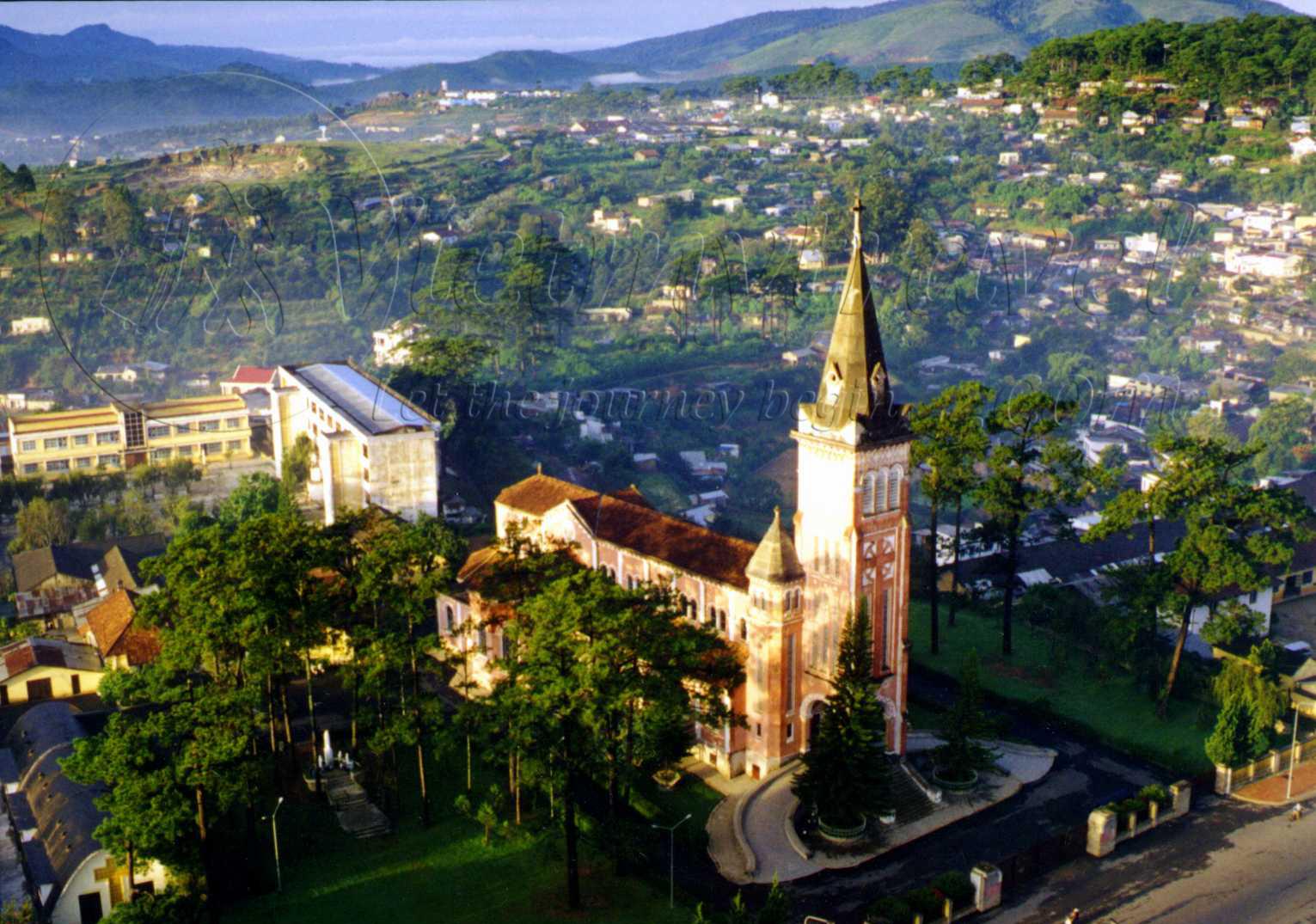 Nhà thờ con gà nhìn ra xung quanh