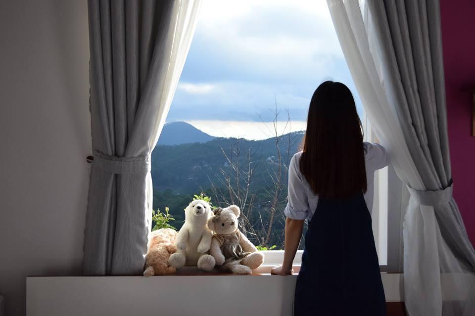 Căn phòng có tầm nhìn vô cùng đẹp từ cửa sổ