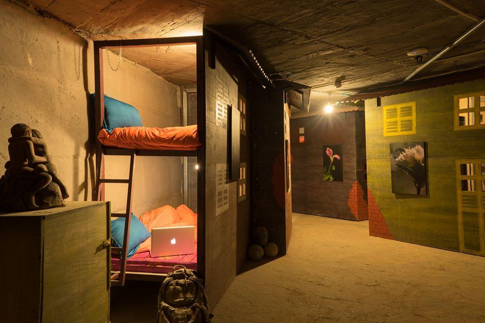 Phòng dorm dưới lòng đất
