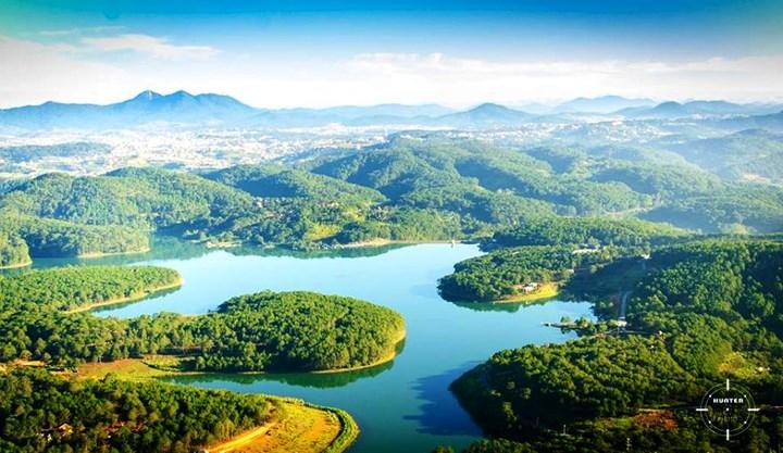 Hồ Tuyền Lâm đẹp rạng ngời trong nắng sớm