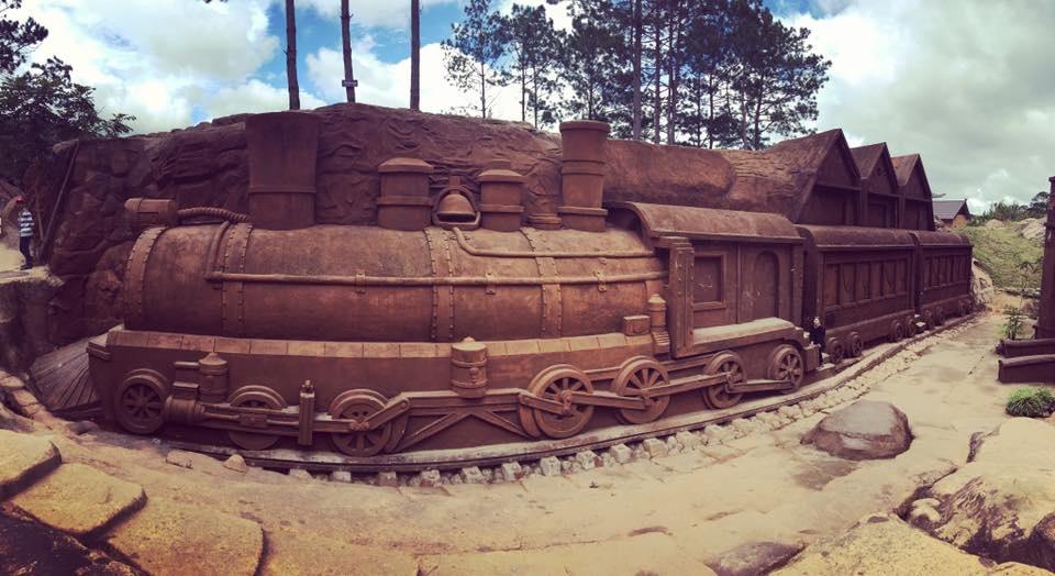 Hầm đất sét Đà Lạt mô phỏng lại kiến trúc nhà ga Đà Lạt hoài cổ
