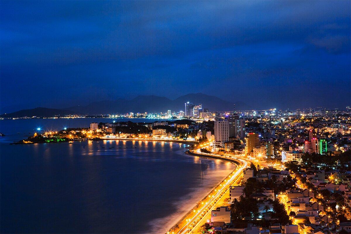 ạn có thể ở lại một đêm để khám phá thành phố Nha Trang
