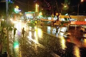 Đà Lạt về đêm với những cơn mưa