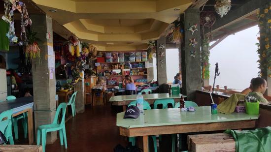 Topview Homestay có thể ngắm toàn cảnh thành phố Đà Lạt từ trên cao.