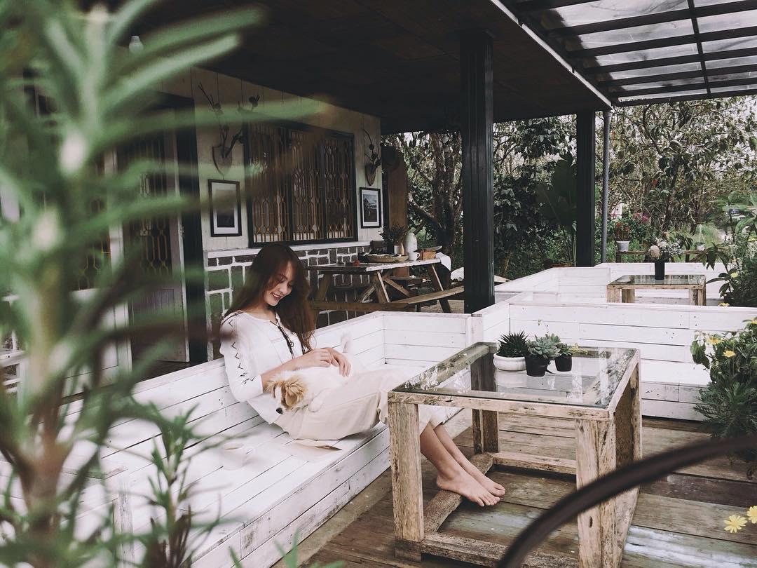 Chọn khách sạn giá rẻ xa trung tâm thành phố Đà Lạt.