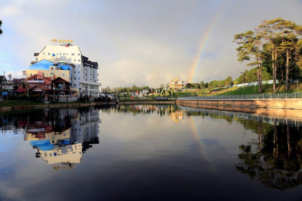 Lưu trú khách sạn khu vực Hồ Xuân Hương.
