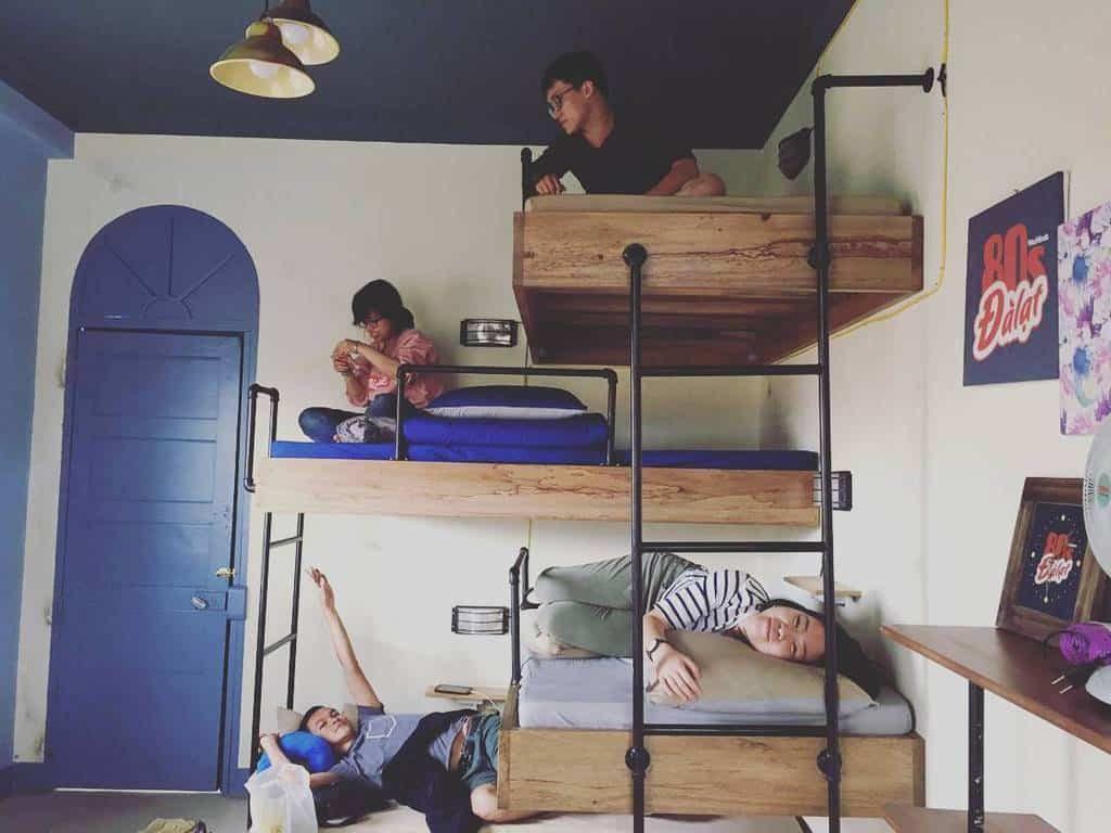 Lựa chọn phòng nhà nghỉ càng đông người sẽ càng rẻ.