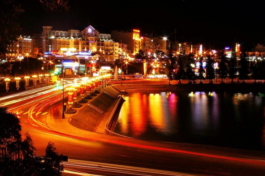 Cảnh đêm Hồ Xuân Hương tuyệt đẹp.