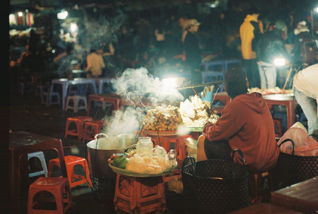 Lót dạ với các món nước chợ đêm Đà Lạt.
