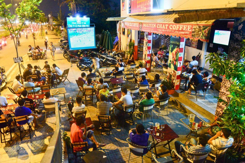 Những quán nhậu khuya Đà Lạt luôn rất đông khách.