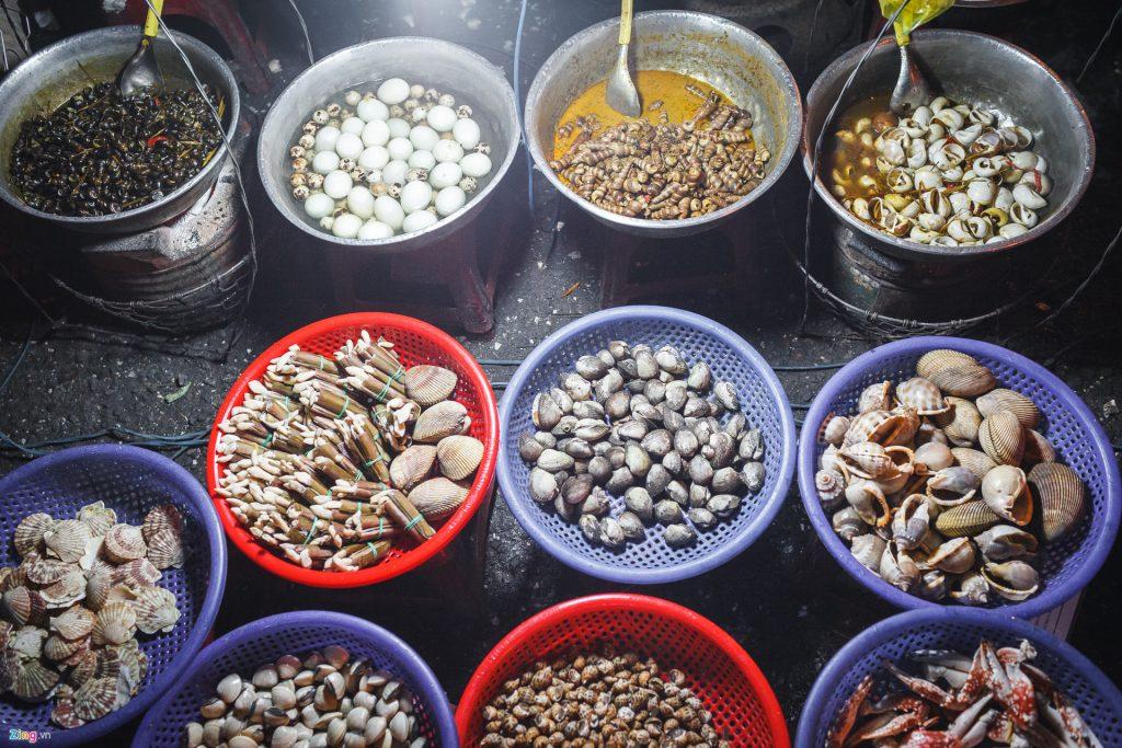 Đa dạng các món ốc thơm ngon tại chợ đêm Đà Lạt.